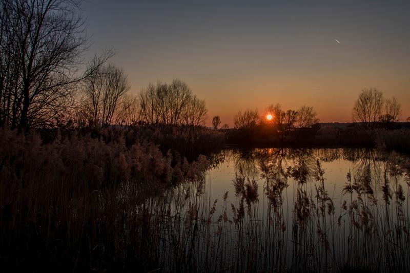 Romatischer Sonnenuntergang aus der Luft