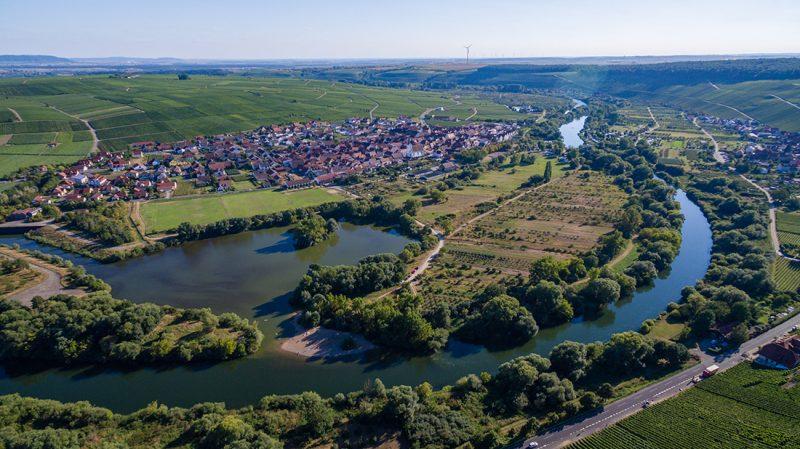 Ein Dorf an der Mainschleife