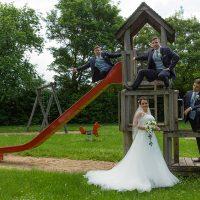 Hochzeitsfotos auf einem Spielplatz?