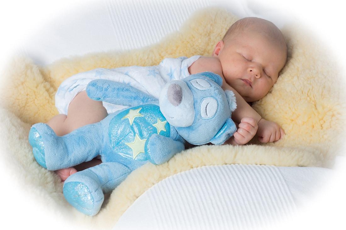Foto eines schalfenden Neugeborenen