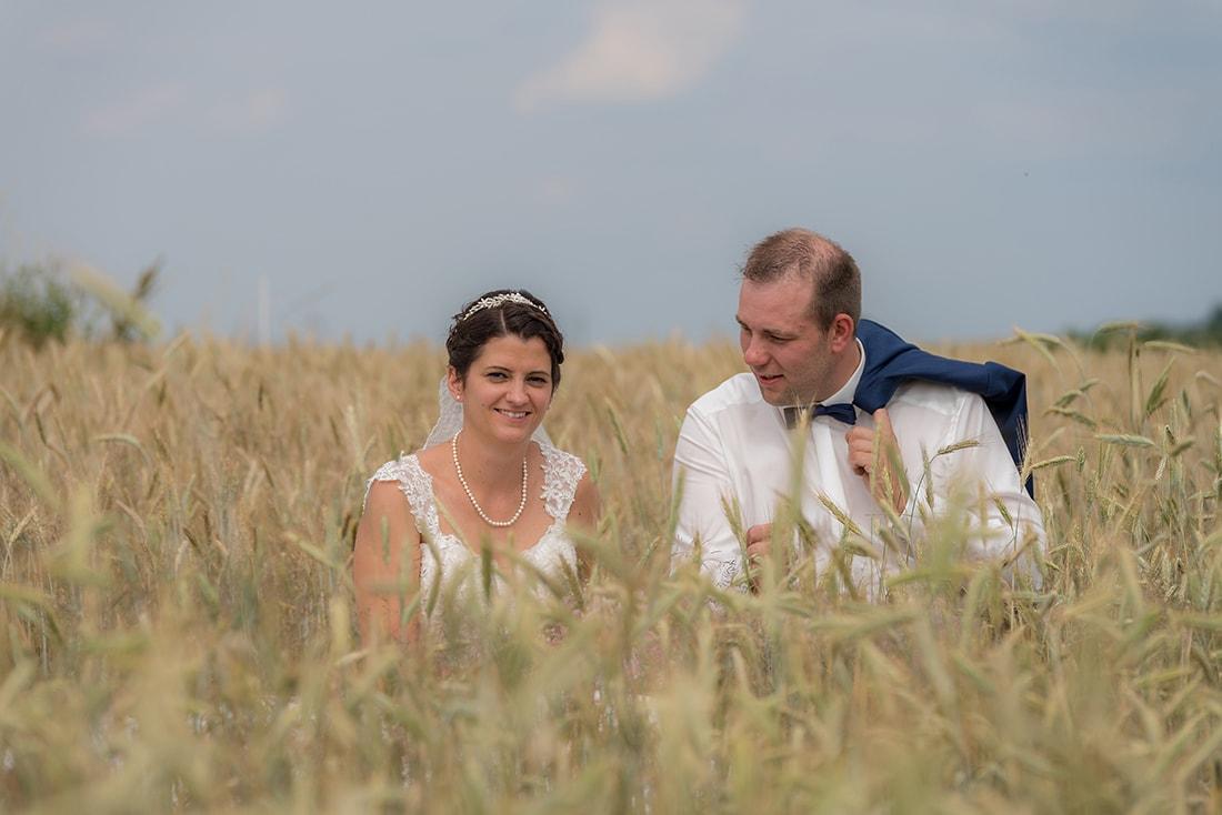 Hochzeit im Kornfeld aufgenommen
