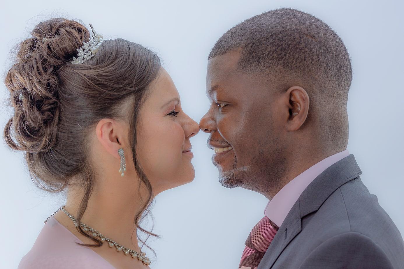 Hochzeitsfoto im Studio mit zarter Nachbearbeitung